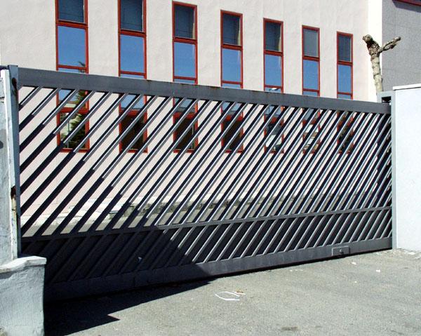 2 aplicaciones industriales puertas caren for Puerta corredera exterior